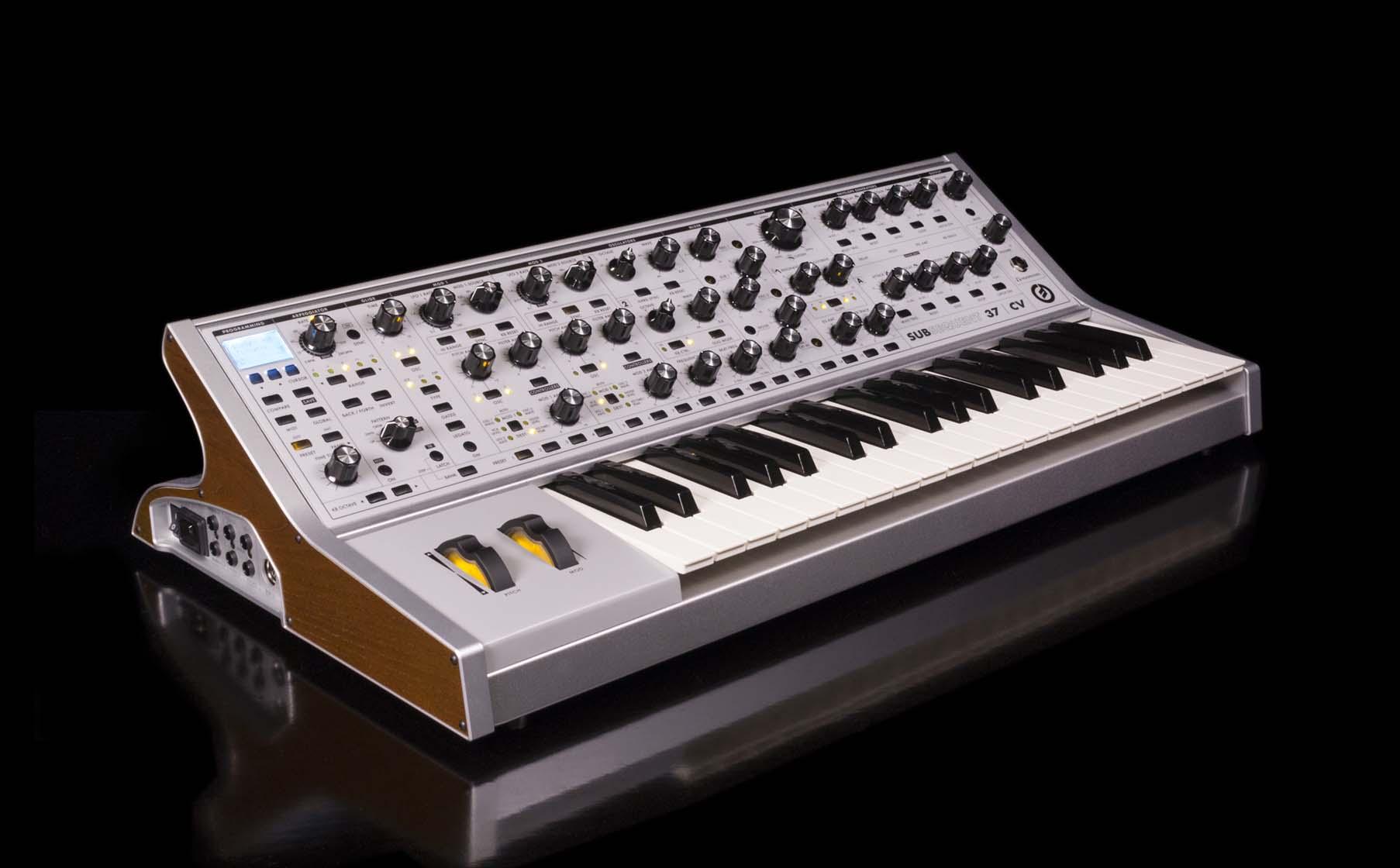 Moog Sub 37 CV_1